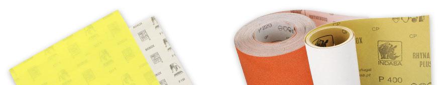Schleifpapier Bogen und Rollenware nebeneinander angeordnet